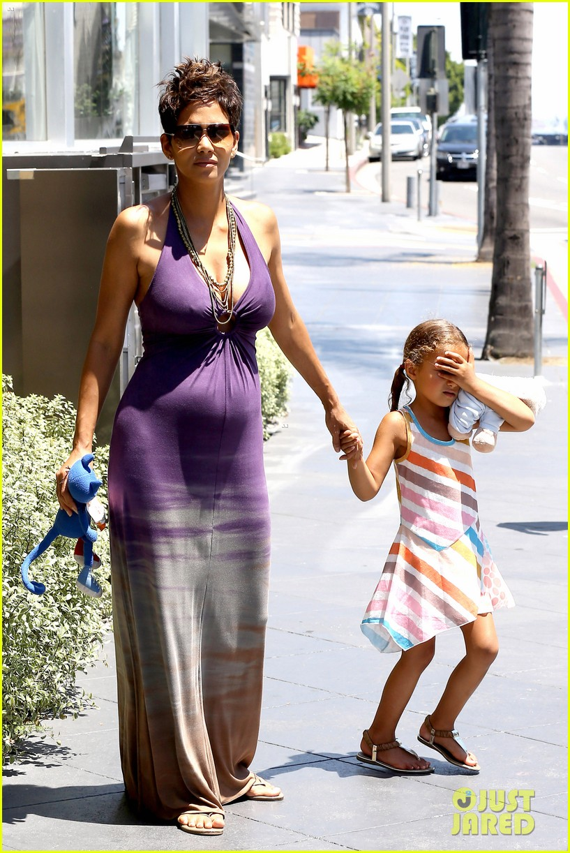 halle berry i love mothers day 01