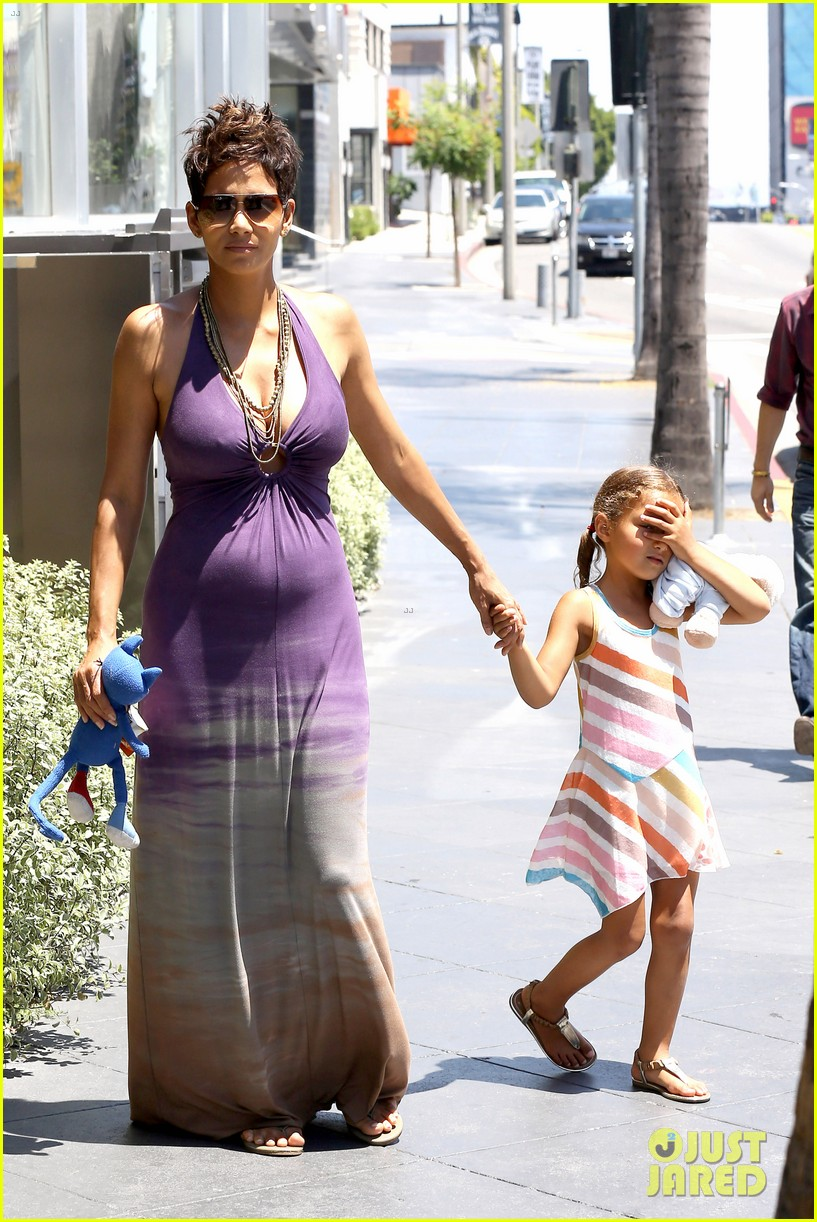 halle berry i love mothers day 09