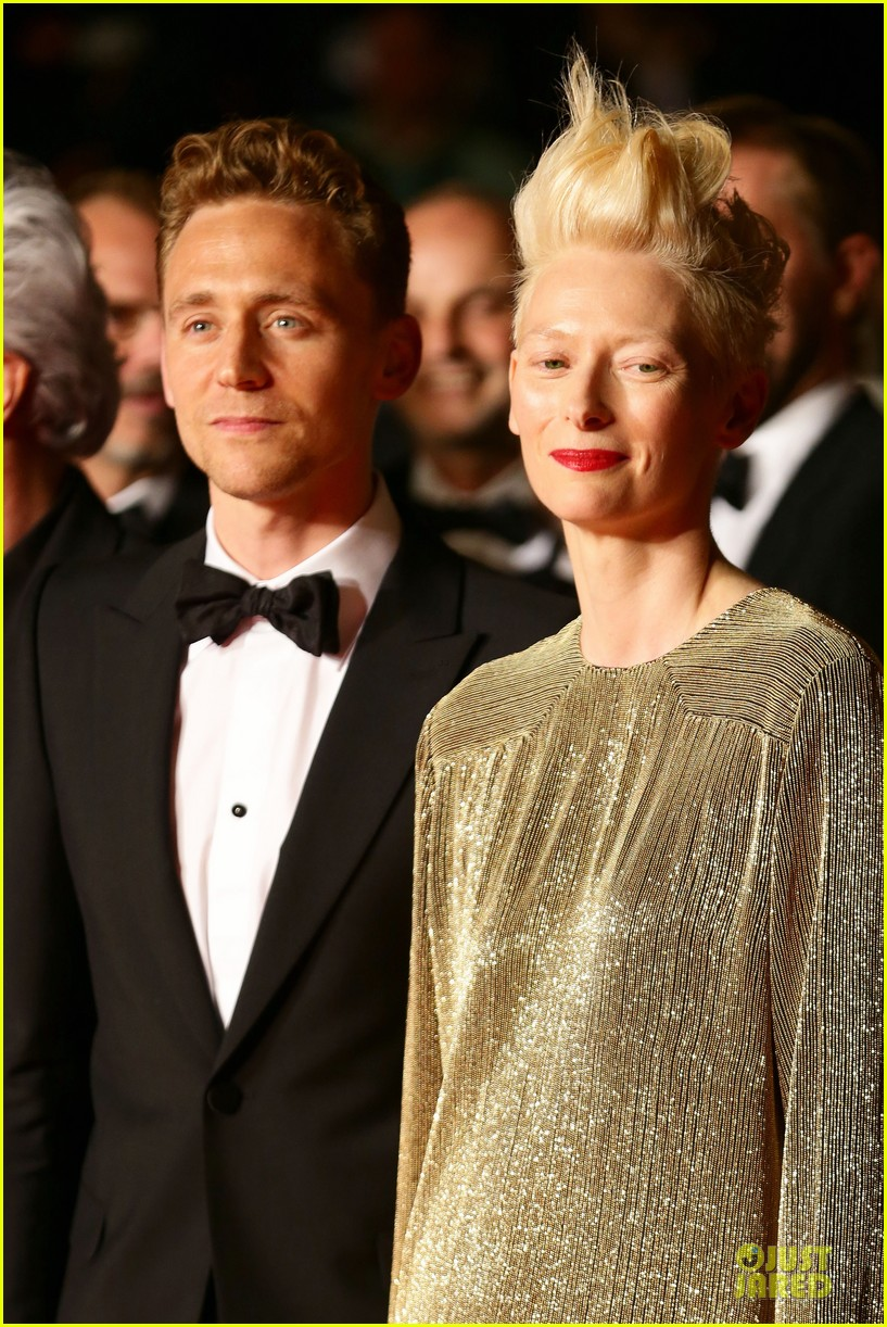 tom hiddleston tilda swinton hold hands at only lovers left alive premiere 122878037