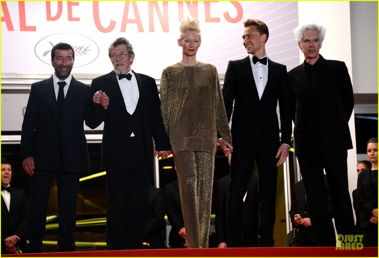 tom hiddleston tilda swinton hold hands at only lovers left alive premiere 162878041