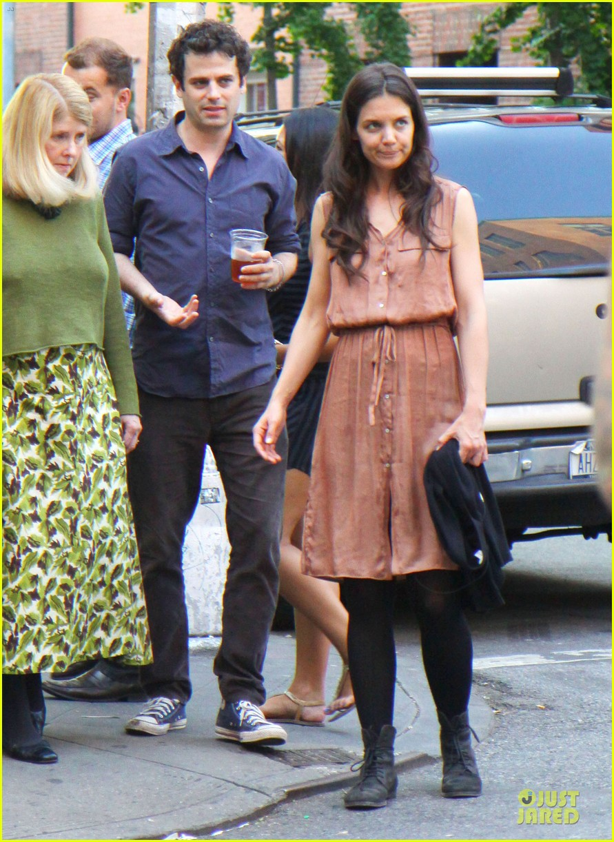 katie holmes luke kirby dinner after mania days filming 14