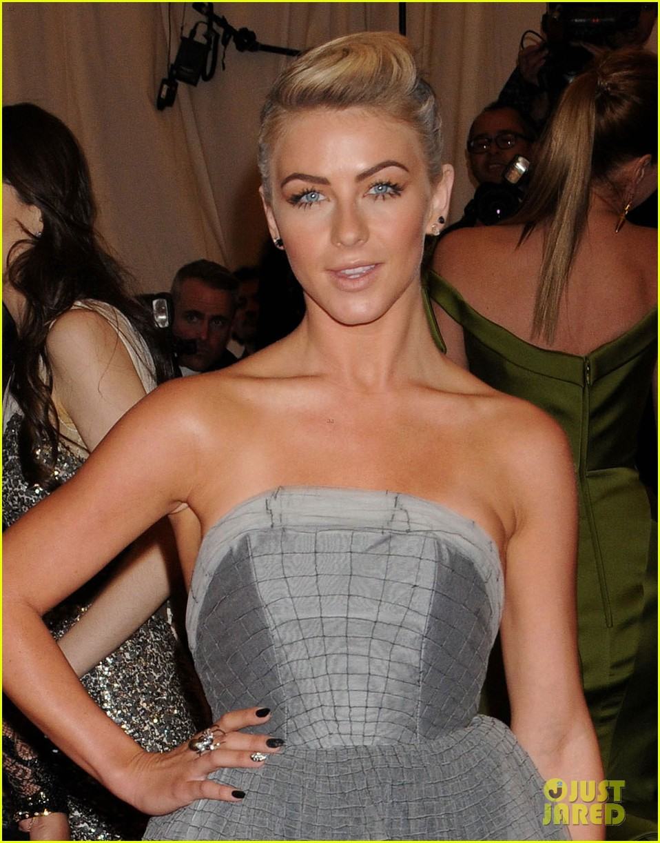 julianne hough met ball 2013 red carpet 04