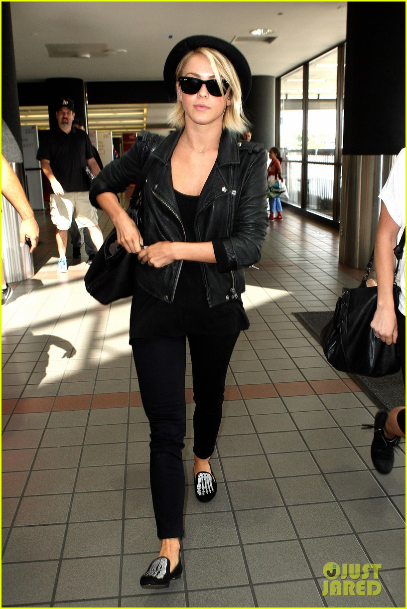 julianne hough skeleton shoes for london flight 01