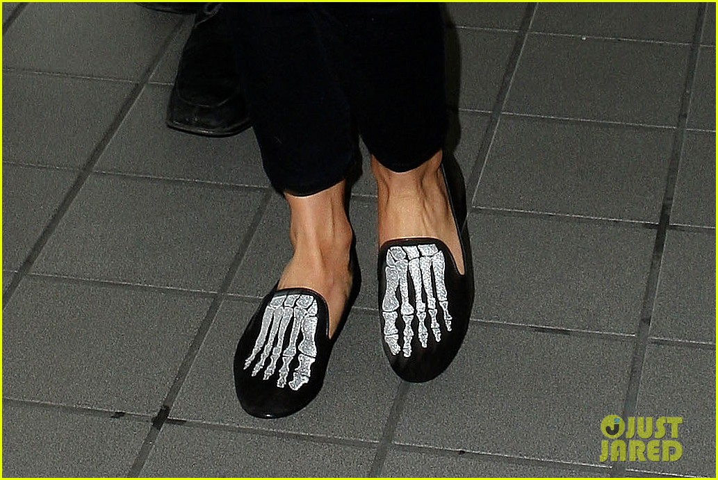 julianne hough skeleton shoes for london flight 02