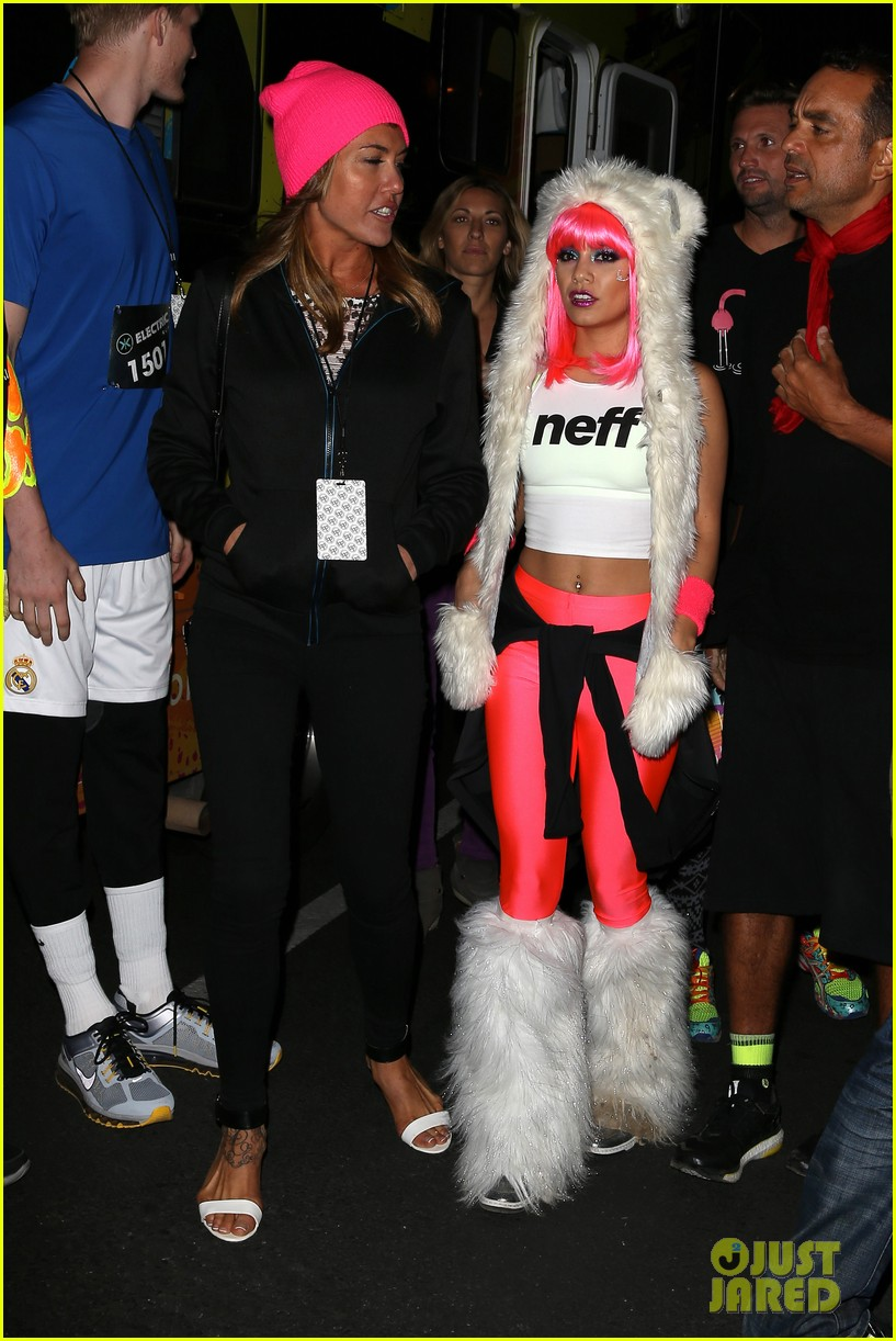 vanessa hudgens bright pink wig for electric run 2013 25