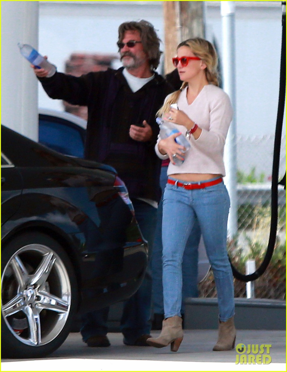 kate hudson family winery visit with kurt russell matthew bellamy 06
