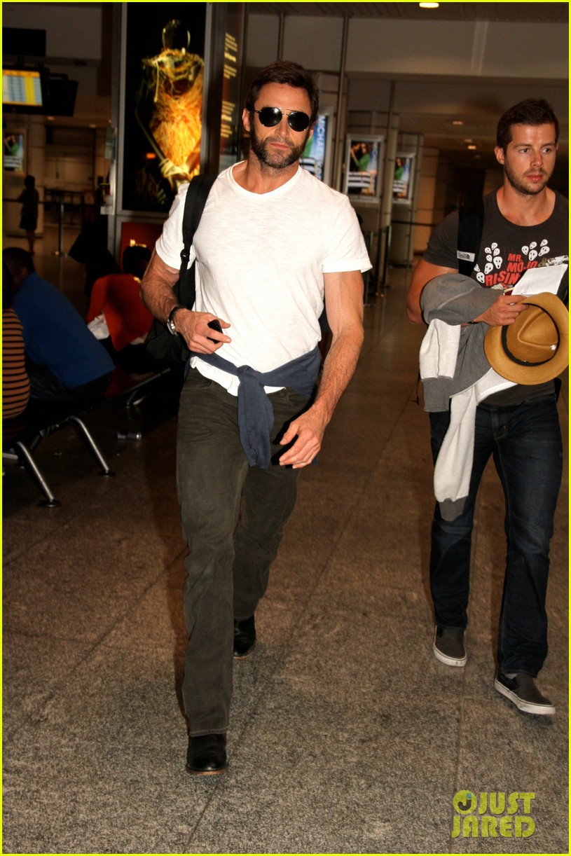 hugh jackman flies to montreal after filming oprah interview 03