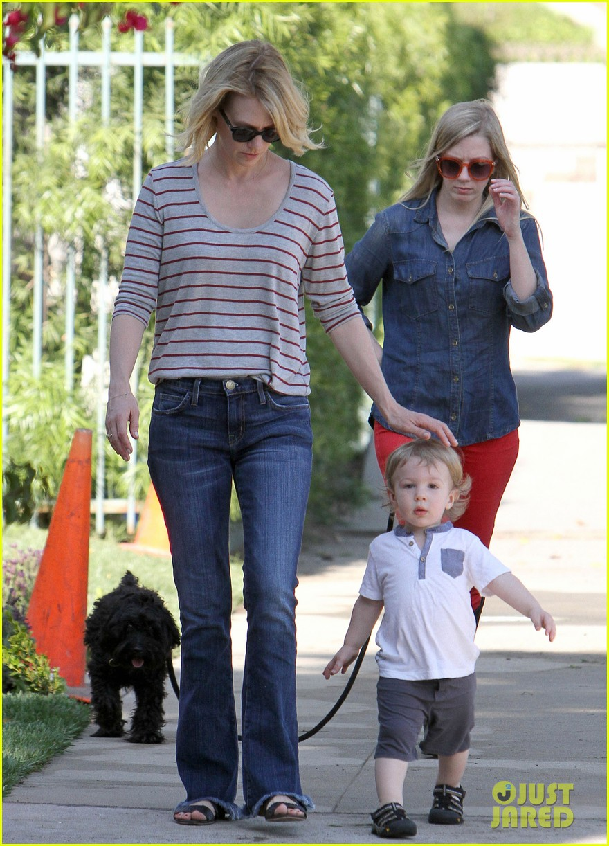 january jones xander walks in front of mommy 23