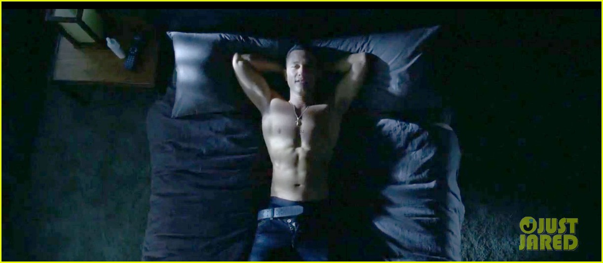 joseph gordon levitt shirtless porn addict in don jon trailer 04