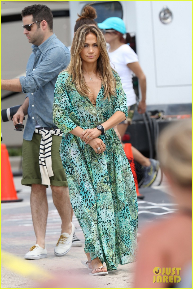 jennifer lopez live it up music video set with pitbull 052864290