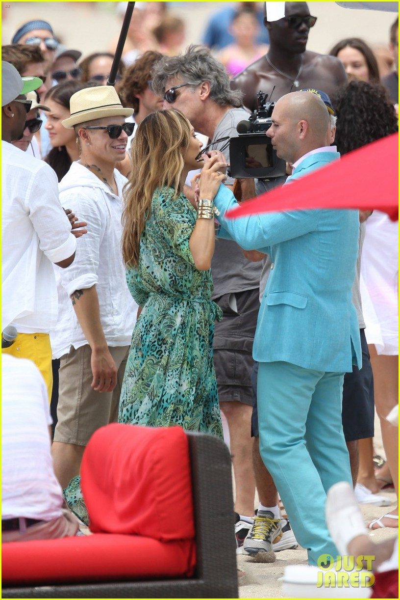 jennifer lopez live it up music video set with pitbull 062864291