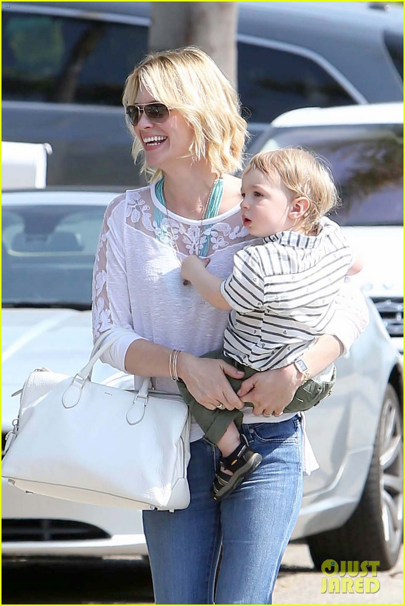 january jones pacific palisades with xander 06