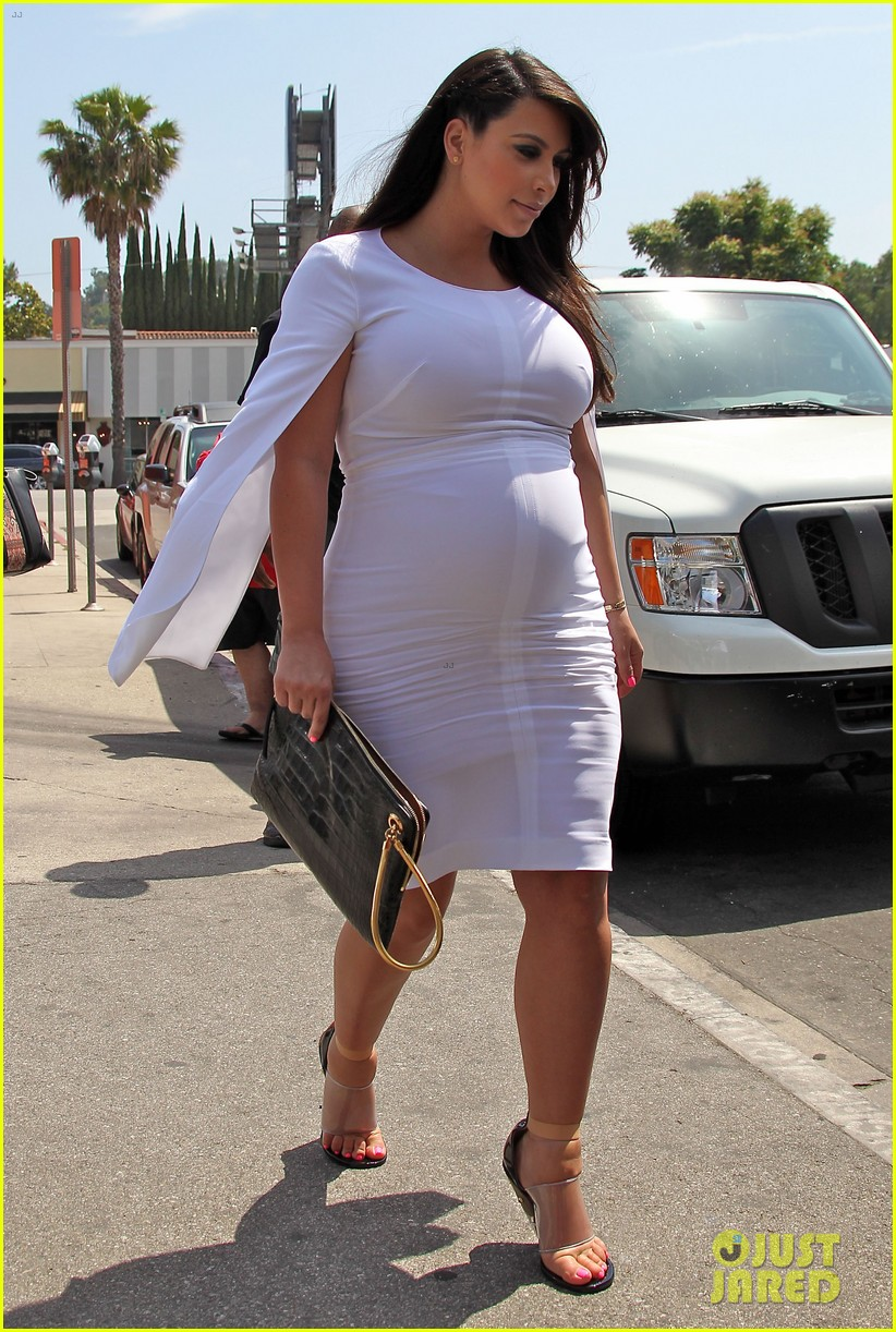 pregnant kim kardashian thanks cheryl cole for support 012872162