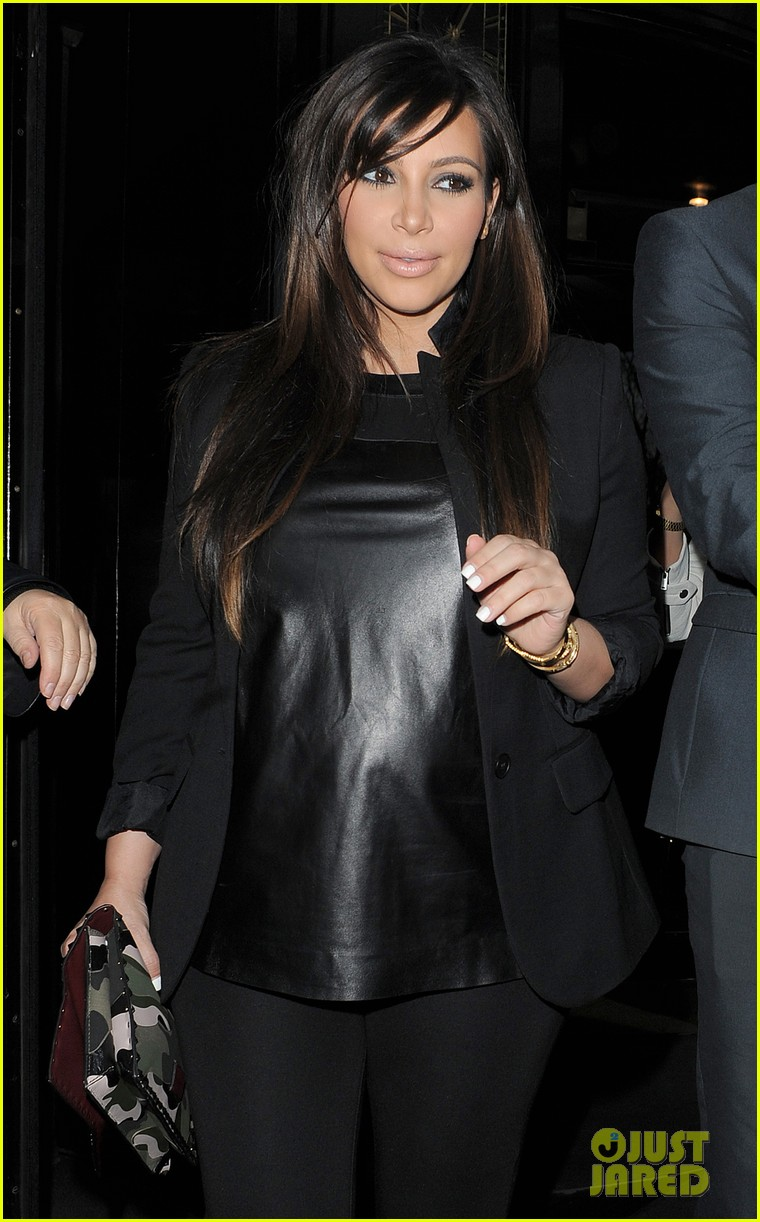 kim kardashian pregnant leather lady at beyonce concert 17