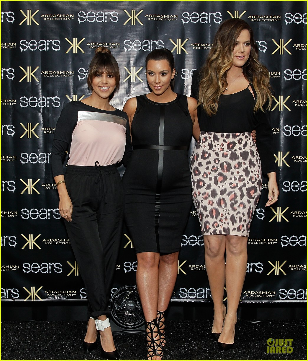 pregnant kim kardashian sears appearance with sisters 03