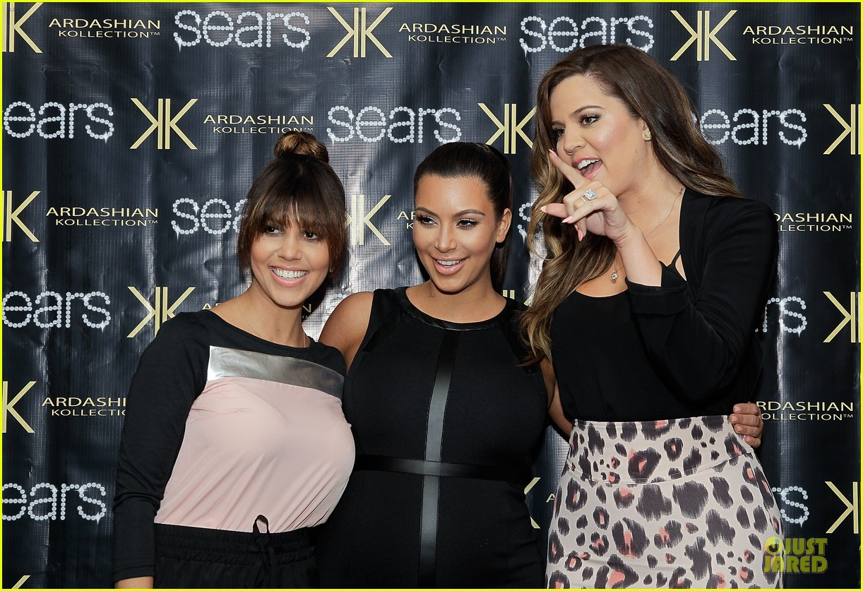 pregnant kim kardashian sears appearance with sisters 042863668