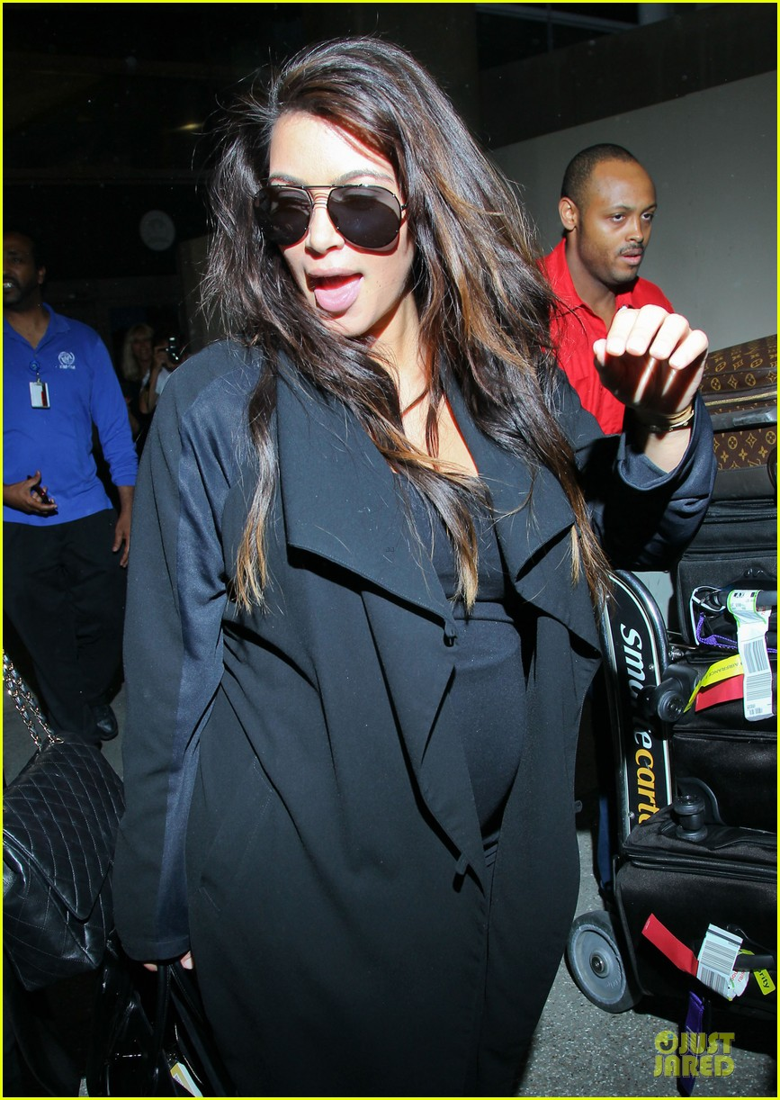 kim kardashian pregnancy weight is defended by sister khloe 20