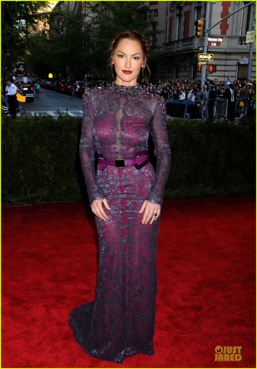 minka kelly met ball 2013 red carpet 01
