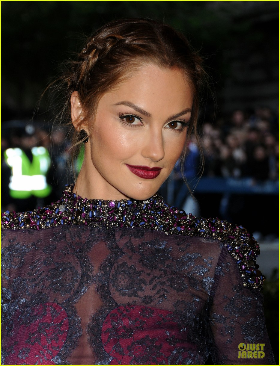minka kelly met ball 2013 red carpet 02