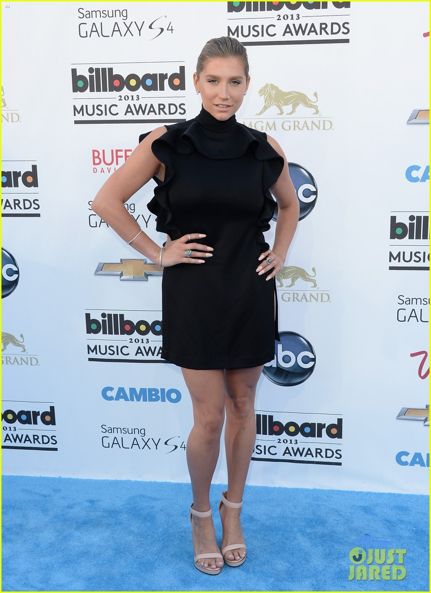 kesha waist high slit in dress at billboard music awards 2013 01