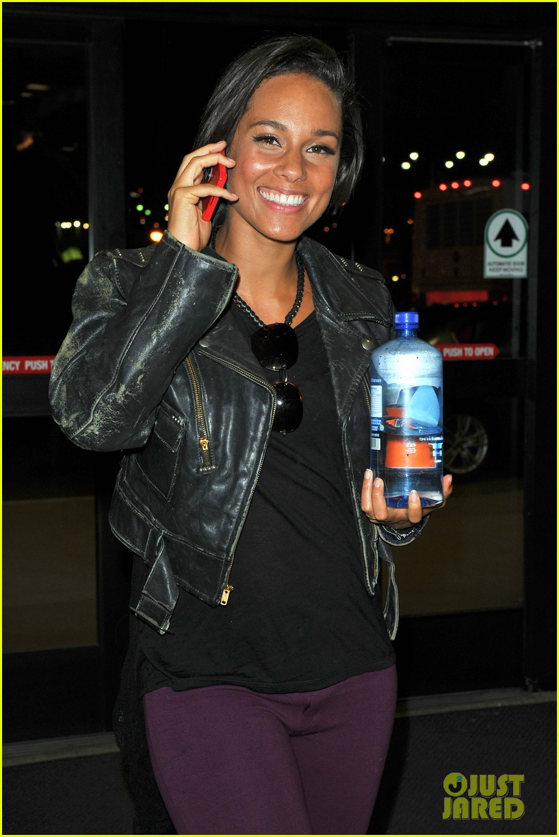 alicia keys takes flight after american idol performance 022867695