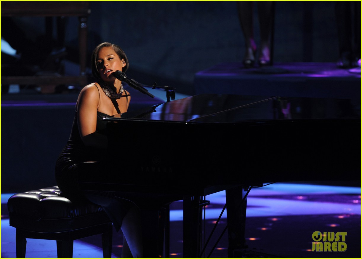 alicia keys takes flight after american idol performance 032867696