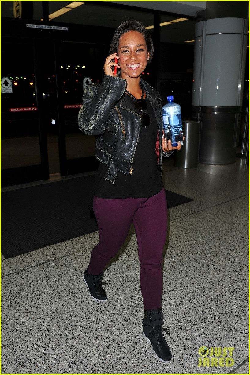 alicia keys takes flight after american idol performance 07