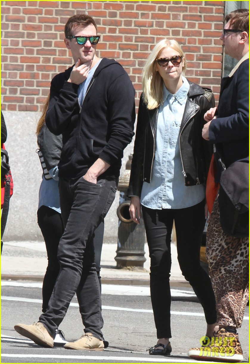 jaime king new york outing post pregnancy announcement 08