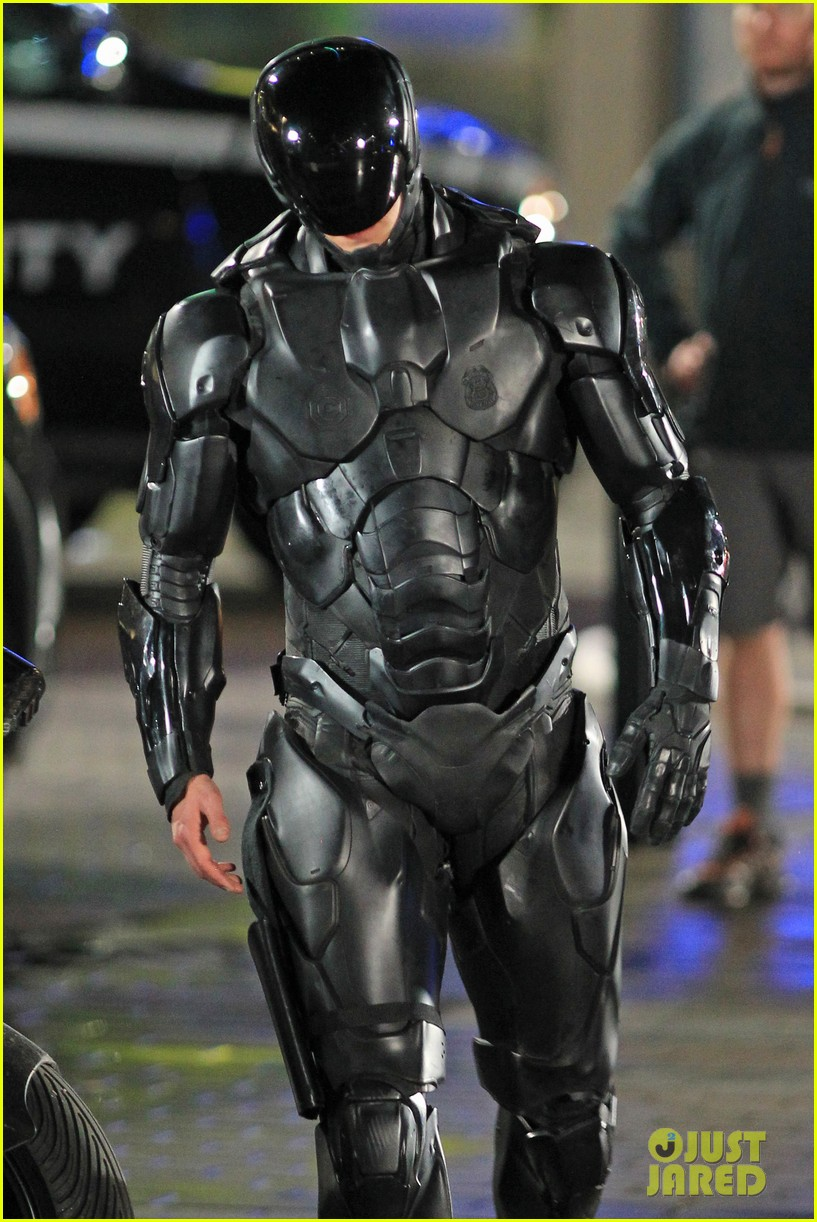 joel kinnaman suits up for robocop reshoots 122868916