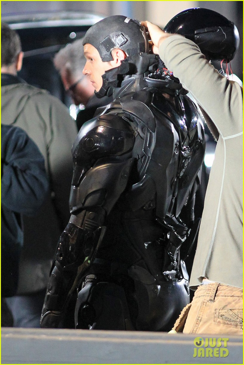 joel kinnaman suits up for robocop reshoots 21