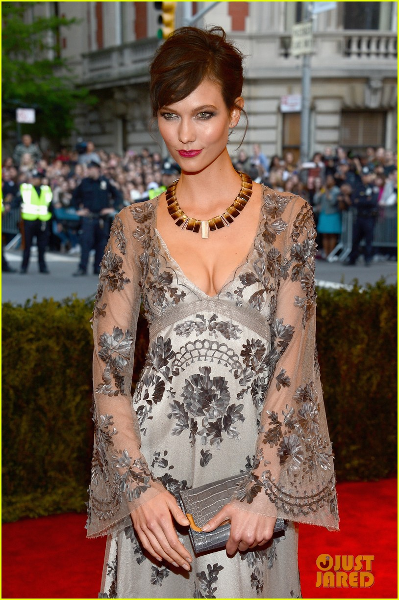 karlie kloss chanel iman met ball 2013 red carpet 04