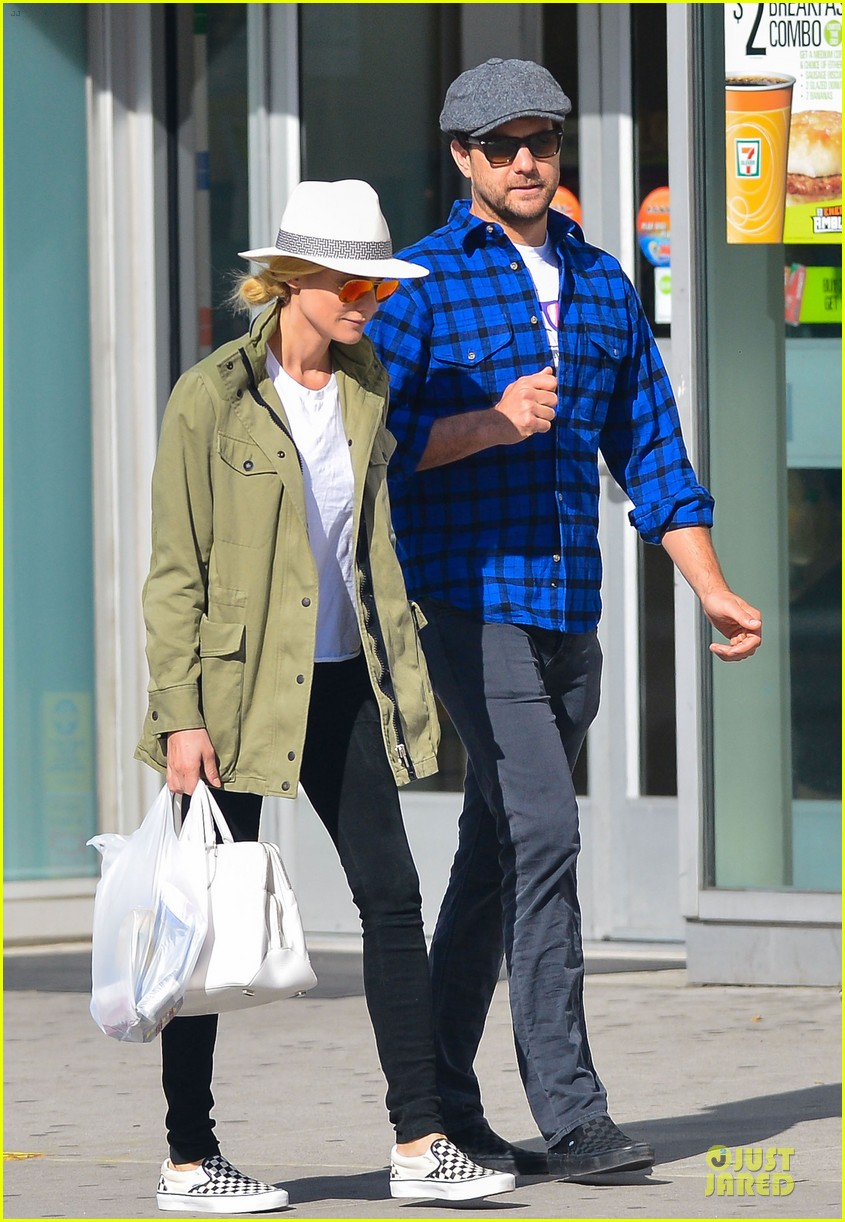 diane kruger joshua jackson east village shopping couple 01