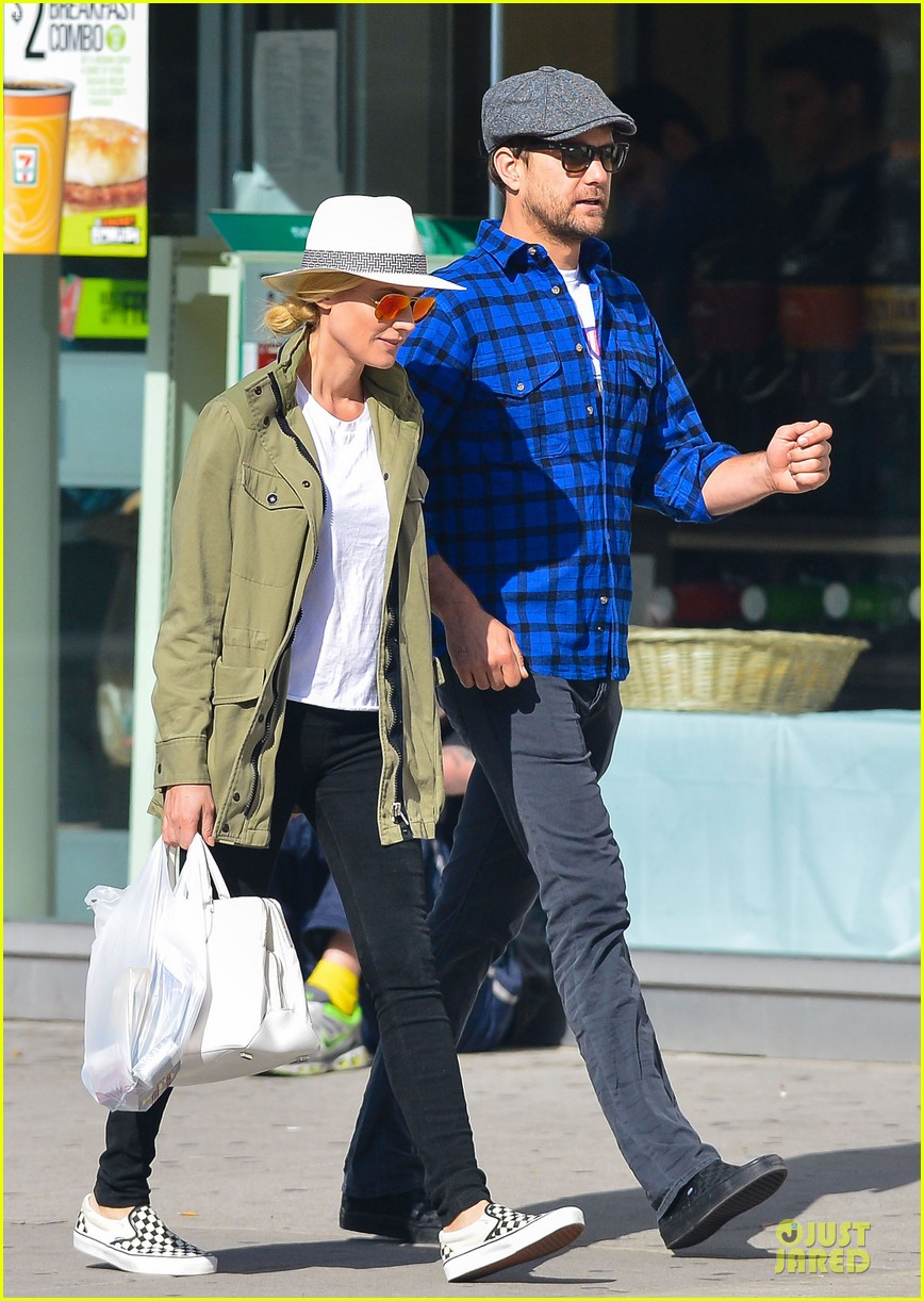 diane kruger joshua jackson east village shopping couple 05