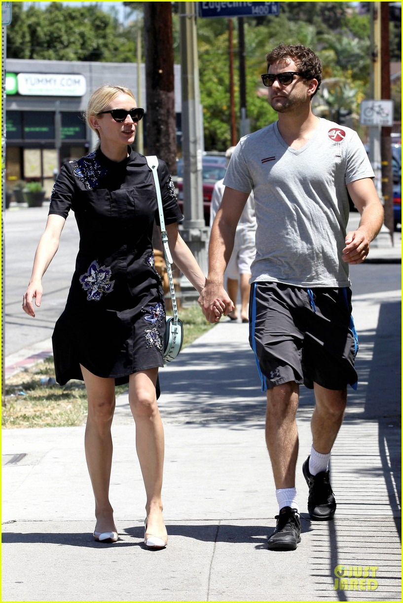 diane kruger hold hands after lunch 06