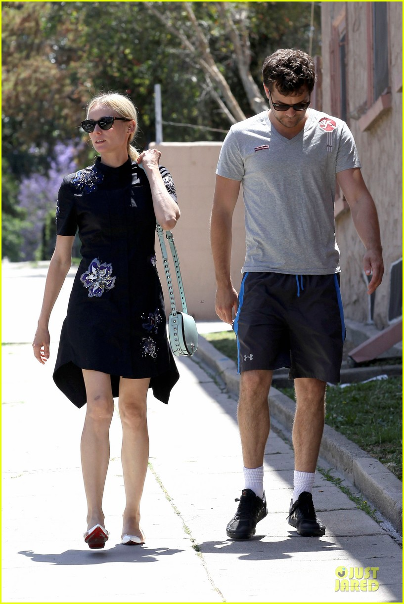 diane kruger hold hands after lunch 18