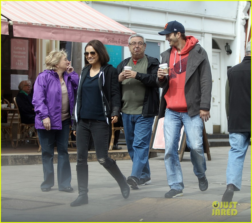 mila kunis ashton kutcher london coffee with the parents 052872762