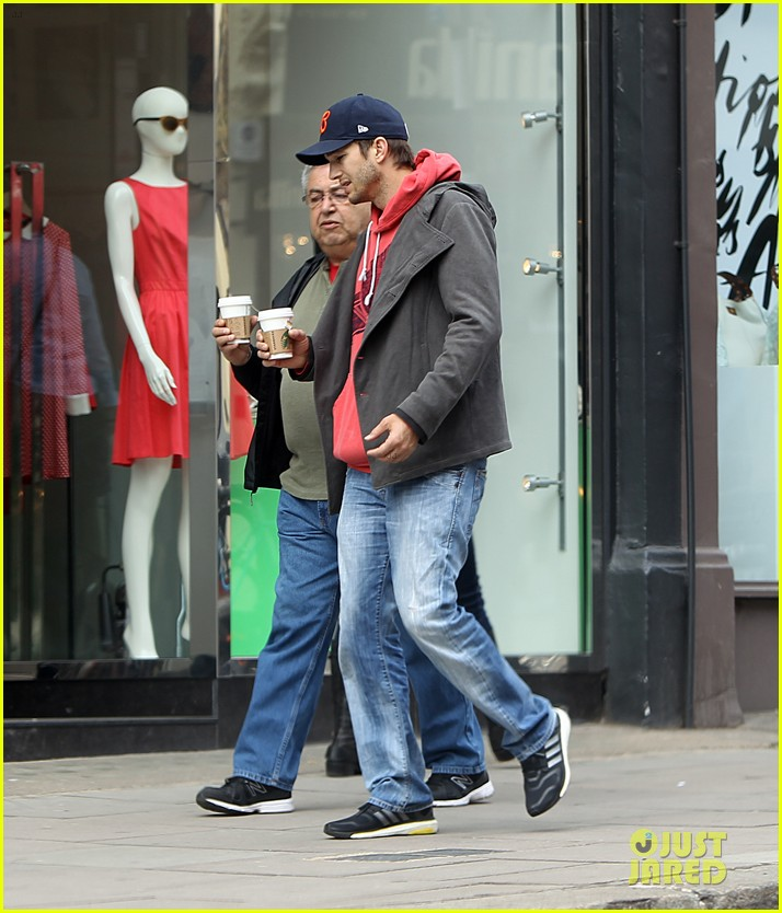 mila kunis ashton kutcher london coffee with the parents 222872779