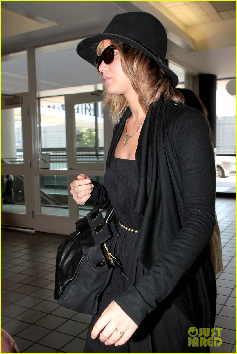 jennifer lawrence jets off to montreal for x men shoot 05