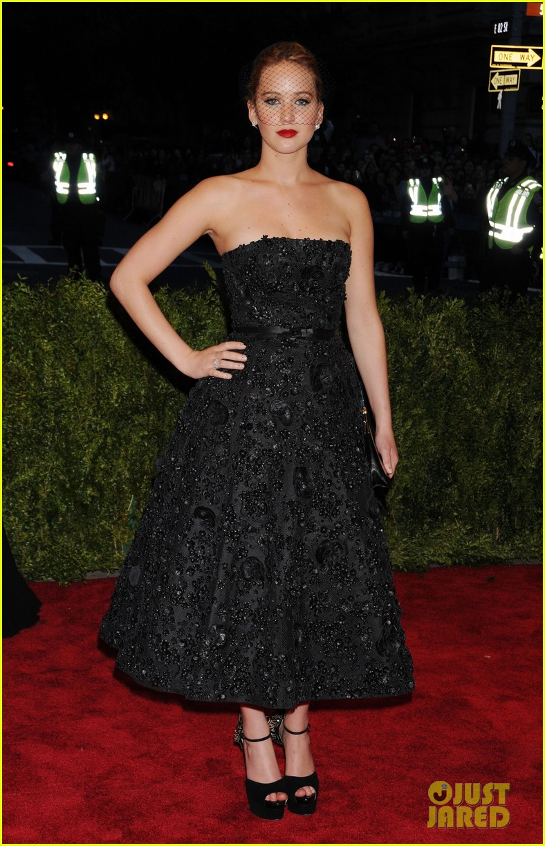 jennifer lawrence met ball 2013 red carpet 042865259
