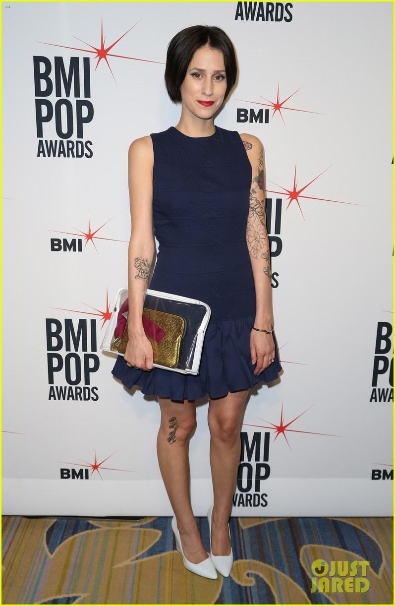adam levine karmin 2013 bmi pop awards 03