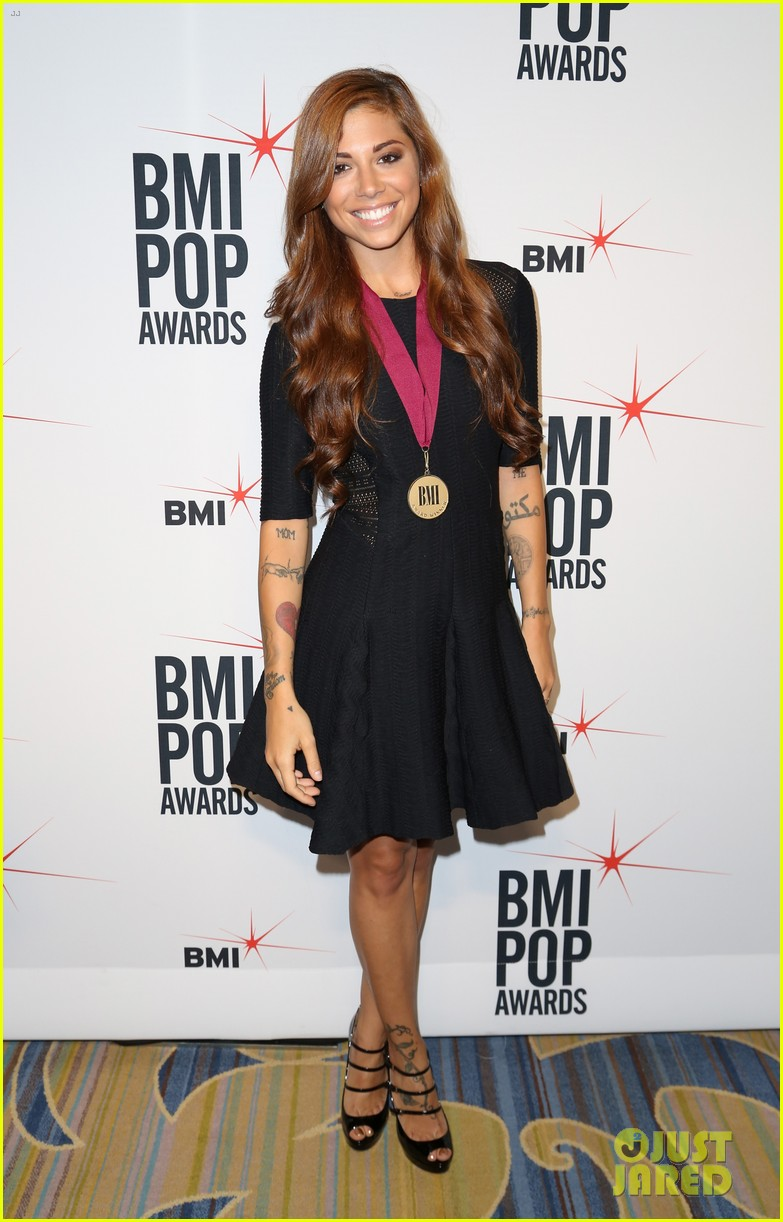 adam levine karmin 2013 bmi pop awards 08