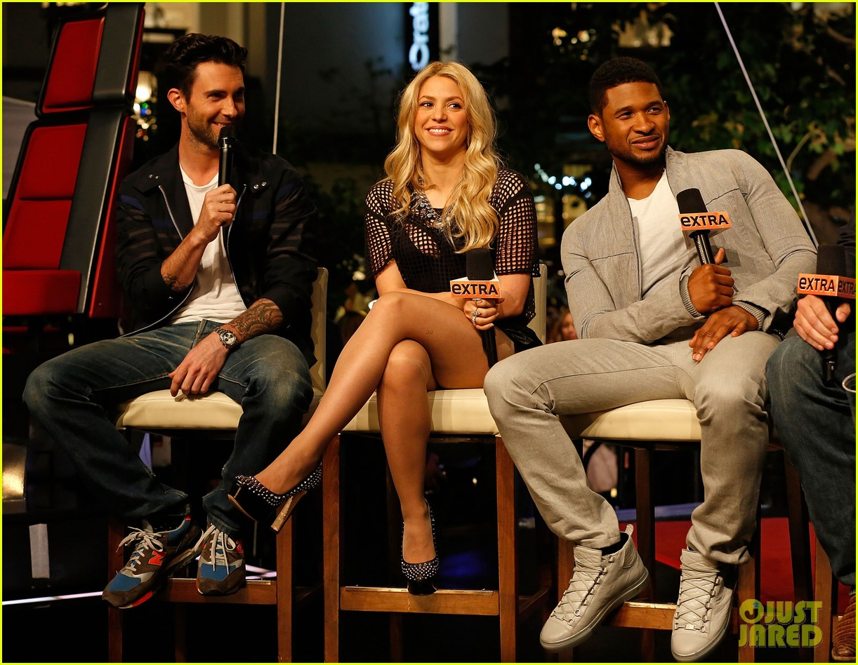 adam levine shakira the voice on extra 05