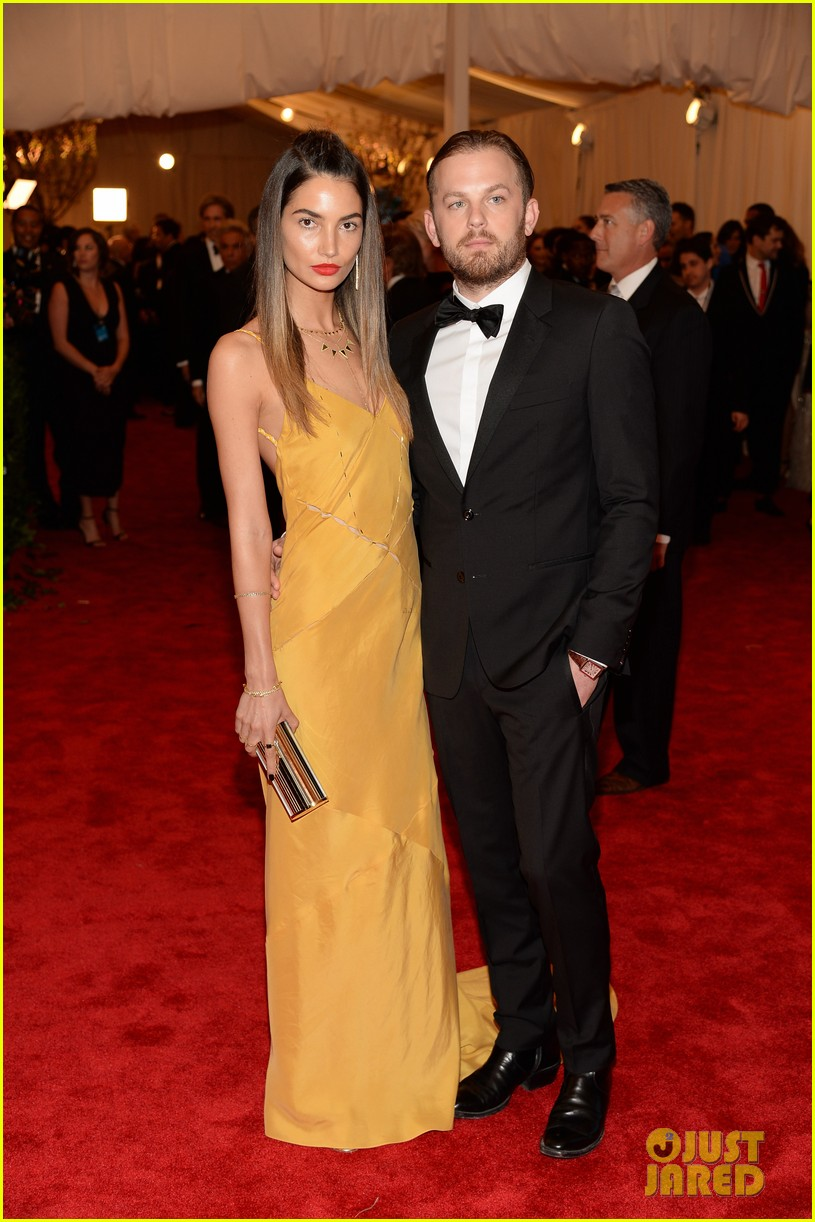 lily aldridge caleb followill met ball 2013 red carpet 012865893