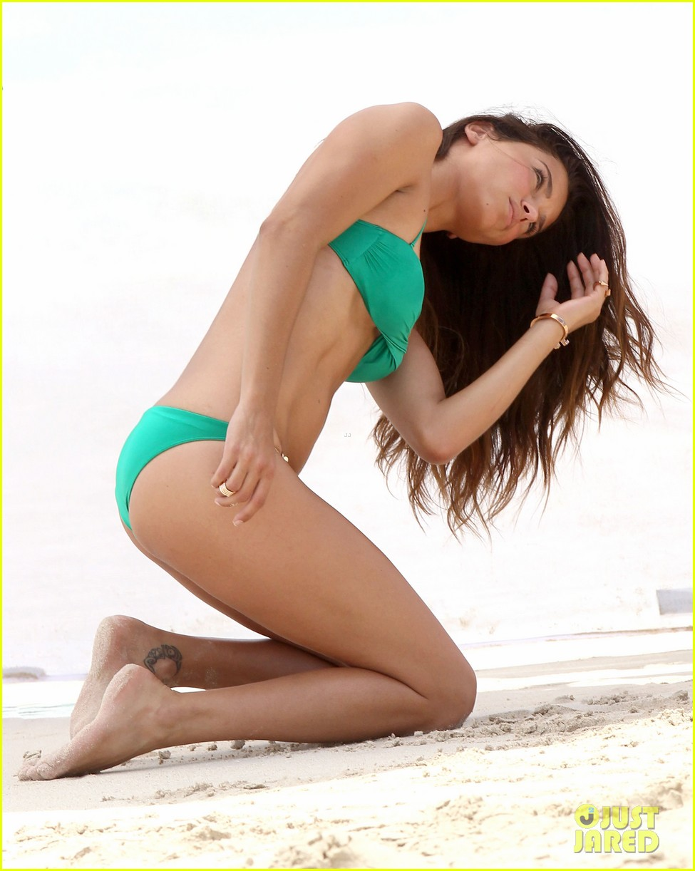 adriana lima bikini victorias secret photo shoot 03