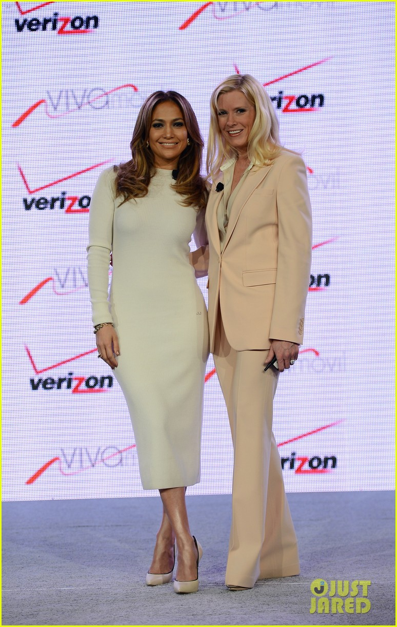 jennifer lopez verizon viva movil press conference 03
