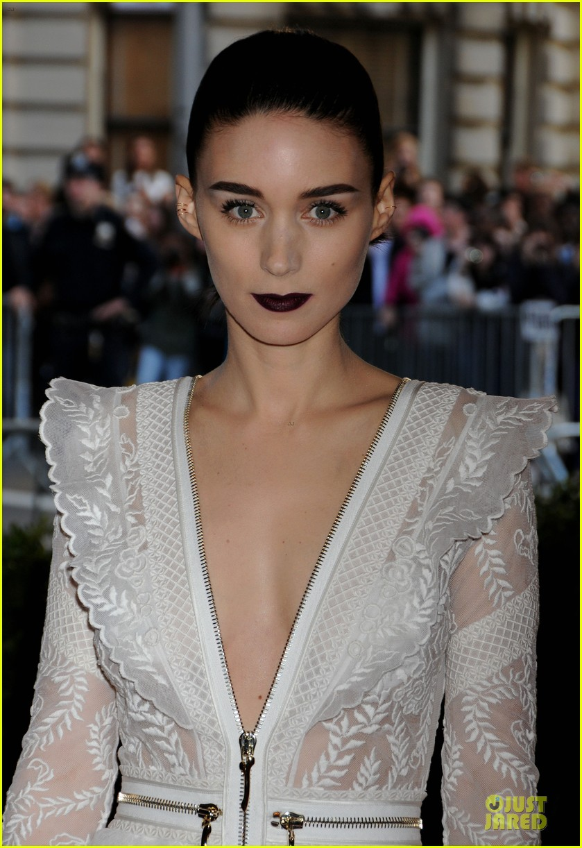 rooney mara met ball 2013 red carpet 02