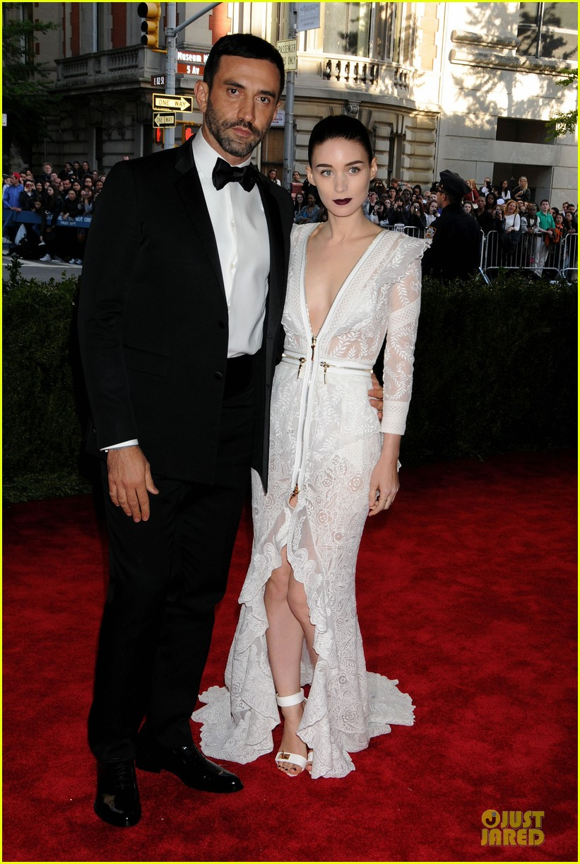 rooney mara met ball 2013 red carpet 06