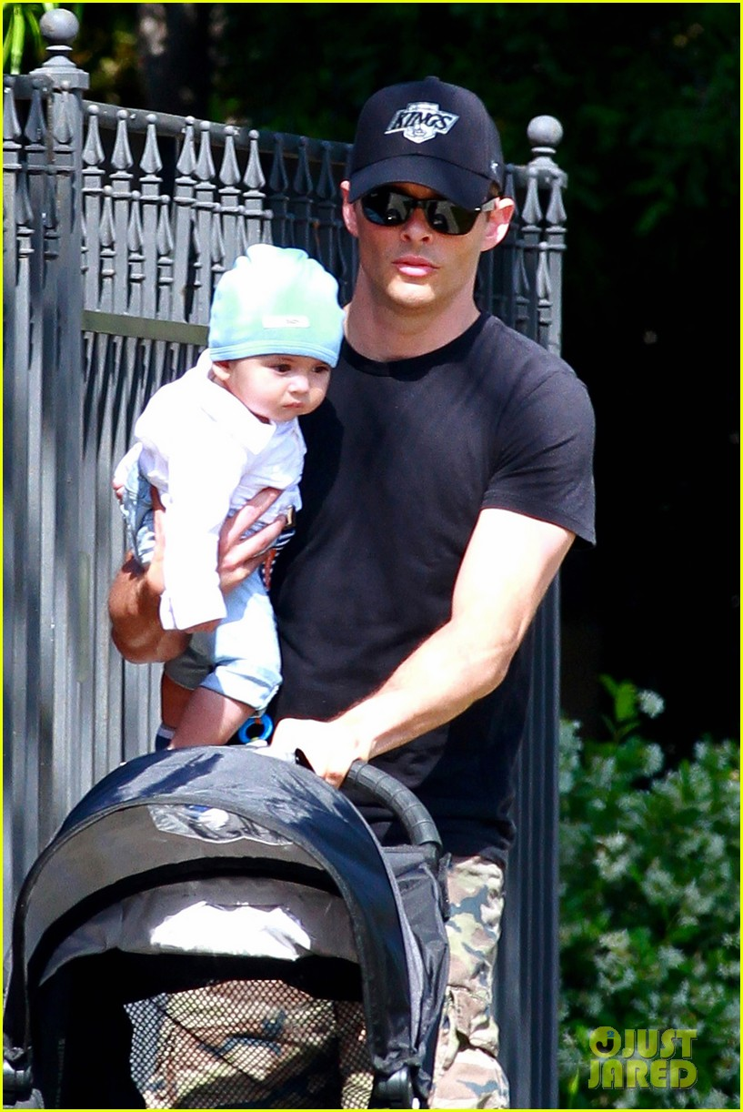 james marsden walks with son william luca 042879154