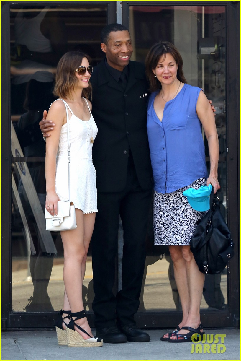 leighton meester mothers day with gossip girl mom 03