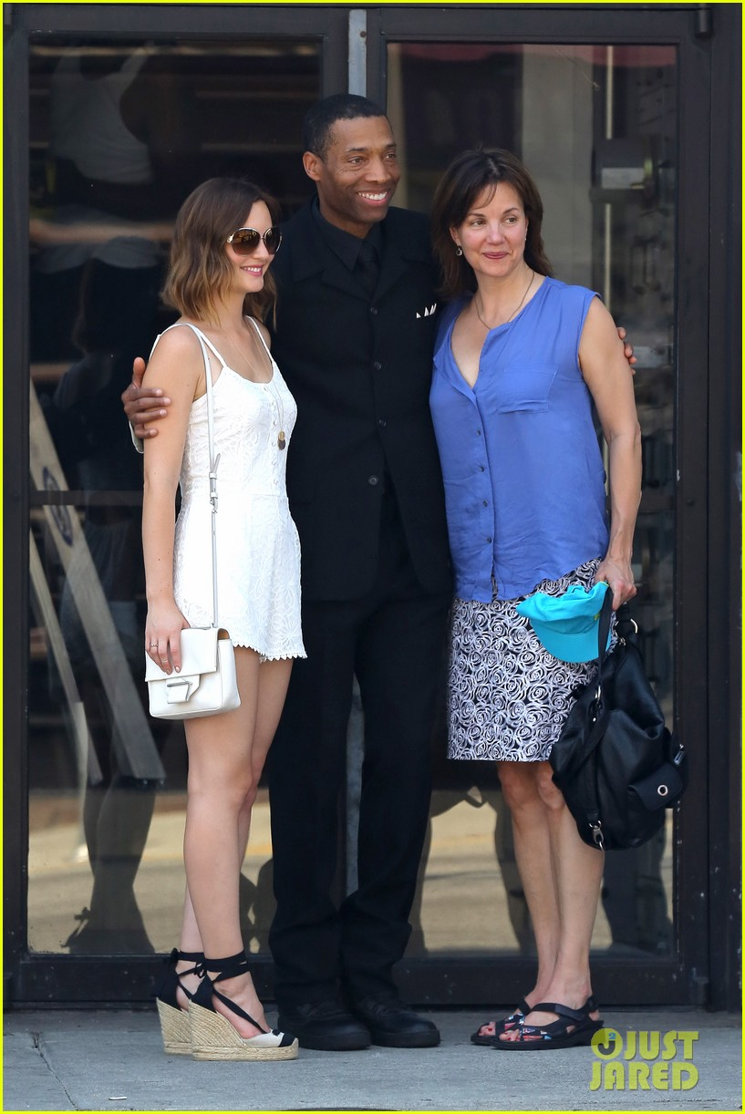 leighton meester mothers day with gossip girl mom 072869716